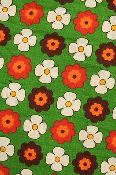 Ik kan er maar geen genoeg van krijgen: printjes uit de jaren 70. De één nog schattiger dan de ander. Deze stof is leverbaar in groen én oranje.... www.sugarsugar.nl