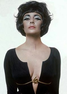 Elizabeth Taylor wearing the snake belt in cleopatra