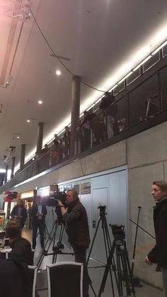 JETZT LIVE! Die Pressekonferenz mit Jogi Löw und Lukas Podolski. Habt ihr Fragen zum großen Poldi-Abschied morgen Abend gegen England? Schreibt sie in die Kommentare - unser Reporter vor Ort versucht sie zu stellen