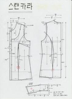 일명 '스탠카라' 라고 합니다. 이것은 부드럽게 접어서 굴리는 형태의 카라입니다. 접지 않고 그냥 세워두... Dress Sewing Patterns, Blouse Patterns, Clothing Patterns, Collar Pattern, Jacket Pattern, Pattern Draping, Fashion Vocabulary, Japanese Sewing, Pattern Cutting
