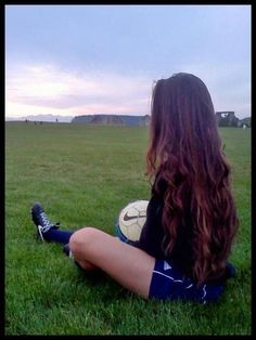 Learning To Play Football? Do you want to become a standout on your football team? Football Girls, Football Soccer, Soccer Ball, Bubble Soccer, Soccer Girls, Soccer Pro, Soccer Players, Play Soccer, Deco Tumblr