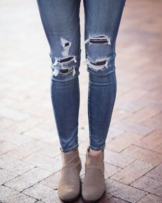 The only thing better than a great pair of jeans is taking them off at the end of the day!  #dolcevita #shoefie #americaneagle #fabfound #fashion #trend #ankleboots #fashionblogger #outfitoftheday #look #wiw #dotd #booties #lookbook  #whatiwore #bootseason #boots #instadaily #instafashion #ootdfash #styleblogger #denimn #jeans #distresseddenim #dolcevitababe #lotd #ootd #currentlywearing