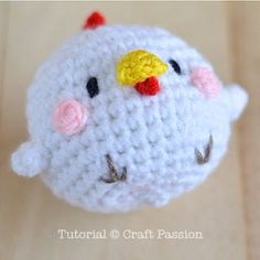 Free hen & chicks amigurumi pattern with tutorial photos to refer, designed by Lee Mei Li of AmiguruMEI. Perfect for the Easter and Rooster year celebration