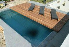 Cubierta en madera sobre rrieles para pisina