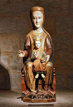 Virgin and Child (Romanesque style, Virgen románica. Virgen sedente con Niño, Garinoaín, siglo XII. Catedral de Navarra.)