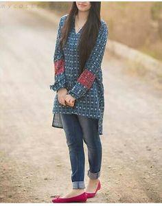 Simple Pakistani Dresses, Pakistani Fashion Casual, Pakistani Dress Design, Pakistani Outfits, Stylish Dresses, Simple Dresses, Casual Dresses, Frock Fashion, Fashion Dresses