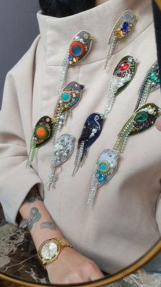 Brooches Handmade, Handmade Bracelets, Handmade Jewelry, Handmade Gifts, Beaded Brooch, Beaded Jewelry, Emoji Photo, Baby Cardigan Knitting Pattern, Hand Embroidery Tutorial