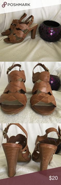 Women's sandals size 6.5 Nickels brand women's sandals, man made upper, size 6.5, can be worn with a pair of jeans or with a dress, small chip in front of right shoe, can barely see when wearing and does not affect walking nickels Shoes Sandals