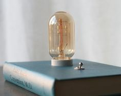Book as lamp. Book Lamp, Office Lamp, Candle Lamp, Candles, Book Projects, Book Crafts, Diy Design, Light Bulb, Old Things