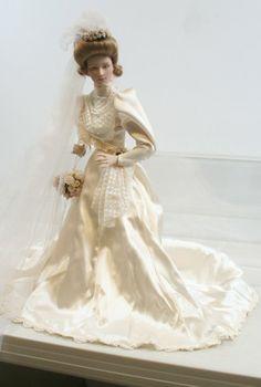porcelain bride dolls   660: 660: Franklin Heirloom Porcelain Bride Doll 1987 b : Lot 660