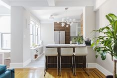 Chris and Lisa bought a prewar co-op apartment in Kew Gardens and embarked on a kitchen renovation to optimize storage and increase counter space.