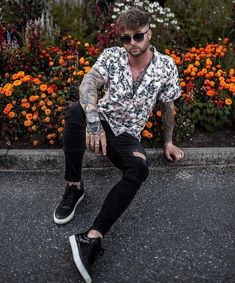 New fashion mens casual streetwear jeans Ideas Indie Men, Stylish Men, Men Casual, Streetwear Jeans, Streetwear Fashion, Mode Cool, Moda Blog, Photography Poses For Men, Herren Outfit