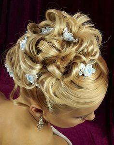 Pretty hair and like the flower hair bow idea