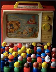 Fisher Price has brought back some of its retro toys. Jouets Fisher Price, Fisher Price Toys, Vintage Fisher Price, My Childhood Memories, Childhood Toys, Best Memories, Making Memories, Retro Toys, Vintage Toys