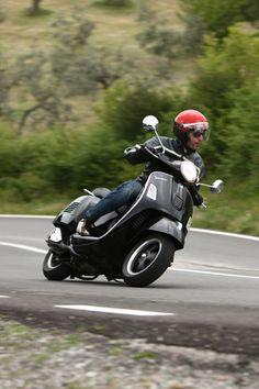 2008 Vespa GTS 300 Super - Wallpaper for iPhone