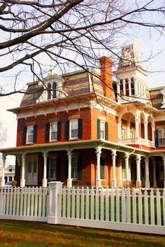 Haunted House Hunters   FrontDoor.com