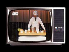 Trailer Spiel ohne Grenzen (UA) von Peter Michalzik  Theater des Gerüchts Uraufführung Seit die Flüchtlinge nach Deutschland kommen ist das Denken durcheinander geraten. Wähler stimmen auf einmal anders ab Nachrichten sind widersprüchlich wilde Gerüchte kursieren. Aber was denken wir wirklich? Und was denken die Ankommenden? Wie entstehen Gerüchte eigentlich? Und wem nutzen sie? Können wir überhaupt noch jemandem oder etwas glauben? Das Nationaltheater veranstaltet mit Spiel ohne Grenzen…