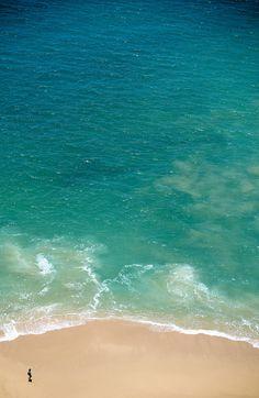 No hace más que apreciar los colores que regala el mar, para darse cuenta que #Acapulco es un verdadero paraíso tropical para vacacionar en #Mexico.