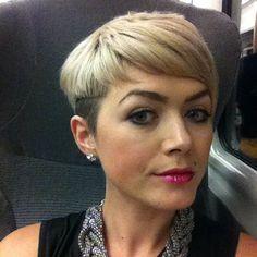 Lass dich selbst mit diesen attraktiven blonden Kurzhaarfrisuren strahlen