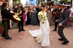 Dancing in the streets of Mexico with a live Mariachi band ~ perfect destination wedding!