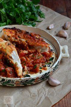 Plachie de crap - CAIETUL CU RETETE Fish And Seafood, Fish Recipes, Bacon, Curry, Appetizers, Ethnic Recipes, Drinks, Food, Carp