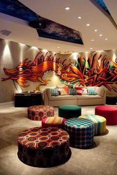 bancos curingas e painel graffiti