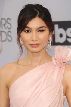 "SAG Awards ""Crazy Rich Asians"" Star Gemma Chan Takes a Surprising Turn in Oscar de la Renta Bridal Makeup, Wedding Makeup, Bridal Beauty, Gemma Chan, One Shoulder Gown, Toms, Hijab Fashion Inspiration, Sag Awards, Sheer Beauty"