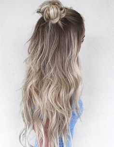 What exactly is Balayage Hair and why do we love it so much? As the name implies, Balayage is a French technique whose goal is to color the hair by adding very soft and. Hair Color Balayage, Ombre Hair, Blonde Balayage, Blonde Bun, Blonde Ombre, Hair Colour, Curly Hair, Opal Hair, Hair Day