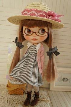 Blythe Doll in Vintage Style Clothes and a Straw Hat Ooak Dolls, Blythe Dolls, Barbie Dolls, Korean Anime, Kawaii Doll, Anime Dolls, Raggedy Ann, Cute Dolls, Big Eyes