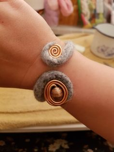 Bangles, Bracelets, Diy, Jewelry, Fashion, Glass Beads, Felting, Armband, Jewerly