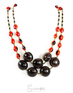 #Ecochic #necklace made from oja de benado and huayruro seeds! This #handmade necklace is made with #natural seeds from the Amazon in Ecuador. #Fairmade #fairpaid, #fairtrade!