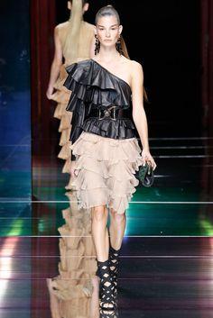 Balmain Spring 2016 Ready-to-Wear Fashion Show