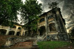 """This building is the Istana Bukit Zaharah in Johor Bahru, Johor, Malaysia.  """"Built in 1858, this building was originally used for royal ceremonies. It was later used as the Bukit Zaharah Religious School. Today it remains an abandoned building."""" from Wikimapia.org"""