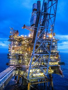 Oil Rig | Oil & Gas and Marine #offshore #beauty #engineering Shared by Winston Ang https://sg.linkedin.com/pub/winston-ang/2b/352/a18