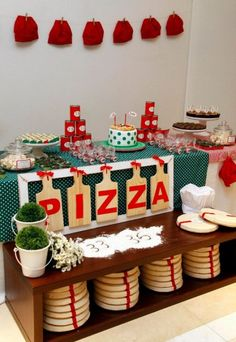 Scrapaper by Erica: This super cute pizza party tablescape will have you thinking you're at your favorite neighborhood pizzeria -- but this will be more fun! Kids Pizza Party, Pizza Party Birthday, Italian Themed Parties, Italian Party, Kid Desserts, Party Desserts, Cute Pizza, Chef Party, Baking Party