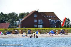 Blick von der Ostsee auf das Appartementhaus