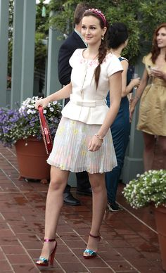 With the pairing of a belted top, jeweled headband and floral chiffon skirt by Alice + Olivia, Gossip Girl's Blair Waldorf looked like a royal duchess! Shop her skirt: http://www.pradux.com/alice-olivia-floral-pleated-skirt-8530?q=s1