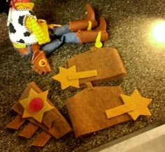 DIY Woody Costume Accessories Cumple Toy Story, Festa Toy Story, Toy Story Party, Toy Story Birthday, Toy Story Halloween, Disney Halloween Costumes, Scary Halloween, Woody Y Jessie, Holidays Halloween