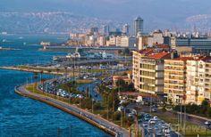 エーゲ海(Aegean Sea)のイズミル湾(Gulf of Izmir)に面したトルコ・イズミル(Izmir)の街並み(2013年11月27日撮影、資料写真)。(c)AFP/GURCAN OZTURK ▼25May2014AFP|トルコ沖でM6.9の地震、266人負傷 ブルガリアでも揺れ http://www.afpbb.com/articles/-/3015843 #Gulf_of_Izmir #Izmir