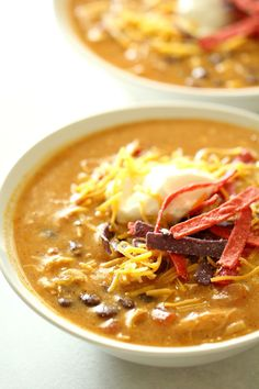 Chicken, enchilada sauce, beans, peppers, and lots of southwestern flavors come together in this easy copycat 'dump and go' soup. Slow Cooker Huhn, Crock Pot Slow Cooker, Slow Cooker Chicken, Slow Cooker Recipes, Cooking Recipes, Crockpot Recipes, Yummy Recipes, Dinner Recipes, Weeknight Recipes