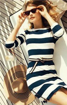 Los vestidos marineros nunca fallan. Nautical Stripes