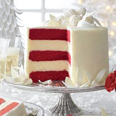Red Velvet-White Chocolate Cheesecake - The Best Recipes of 2013 - Southernliving. Whimsy meets elegance in all five layers of this red velvet-white chocolate wonder. Recipe: Red Velvet-White Chocolate Cheesecake Watch: Assembling Our White Layer Cake White Chocolate Frosting, Chocolate Cheesecake Recipes, Chocolate Blanco, Chocolate Cupcakes, Chocolate Desserts, Chocolate Cheescake, White Chocolate Truffles, Chocolate Lovers, Christmas Baking