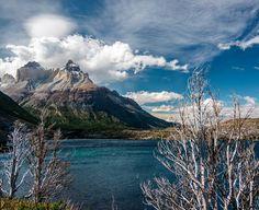 Sabe um daqueles lugares no mundo você precisa conhecer? Pois é o Parque Nacional Torres del Paine é um deles certamente. Existem diversas maneiras de se conhecer o parque. E nós como aventureiros que somos escolhemos o Circuito W um trekking de 4 dias percorrendo 80km de trilhas e belíssimas paisagens. . . . #doisdemochila #torresdelpaine #patagonia #chile by doisdemochila