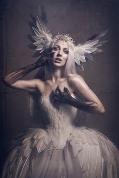 Photographer: Viona Ielegems ArtDesigner: Fairytas Model: Jolien Rosanne
