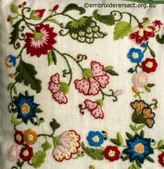 Crewel Embroidery Tutorial Detail 1 from Crewel Smithsonian Cushion stitched by Lorna Loveland Bordado Jacobean, Crewel Embroidery Kits, Embroidery Needles, Learn Embroidery, Embroidery Patterns, Embroidery Supplies, Advanced Embroidery, Embroidery Techniques, Fabric Decor