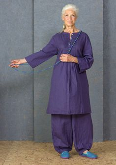 Solid-colored dress, with block printing so the surface shifts slightly in nuance. Three-quarter length sleeves and side pockets. Button placket front with lovely pintucks and tiny buttons in matching color. Side vents.