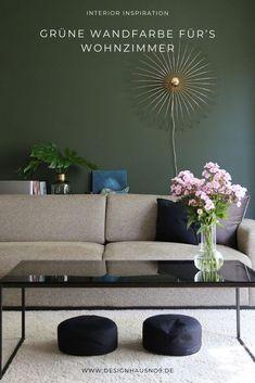 Unser neues Farbkonzept: dunkelgrüne Wandfarbe mit messingfarbenen und schwarzen Elementen #wohnen #einrichten #ideen #interior #design #wohnzimmer #livingroom #wandfarbe #grün #green #wallpaint Outdoor Sofa, Outdoor Furniture, Outdoor Decor, Sweet Home, House Design, Couch, Messing, Interior, Home Decor
