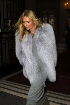 Love this long grey dress with fur coat on Kate Moss,such a great look to remember Fur Fashion, Love Fashion, Winter Fashion, Modern Fashion, Mode Style, Style Me, Kate Moss Style, Fabulous Furs, Looks Chic
