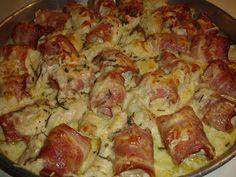 Μία πρόταση για μπουφέ, ορεκτικό ή ακόμα και κυρίως πιάτο  Υλικά 3 φιλέτα στήθος κοτόπουλου 300 γρ. μπέικον σε λωρίδες 1 φλιτζάνι του τσαγι... Hawaiian Pizza, Cauliflower, Cabbage, Food And Drink, Potatoes, Meat, Chicken, Vegetables, Cooking