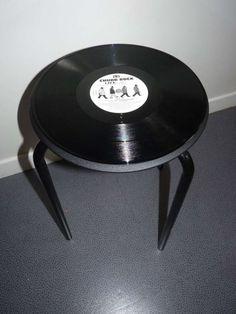 Arredare con i dischi vinile - Tavolino di riciclo